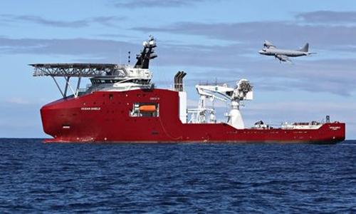 Tàu Ocean Shield của Australia tìm kiếm MH370 ở Ấn Độ Dương. Ảnh: EPA.