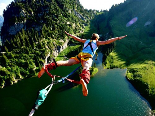 great-bungee-jumping-1787-1397644018.jpg