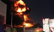 Đêm trắng dập lửa của hàng trăm cảnh sát ở công ty hóa chất