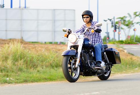 Harley-Davidson Switchback dễ điều khiển, đem lại sự ngạc nhiên cho người lần đầu cầm lái.