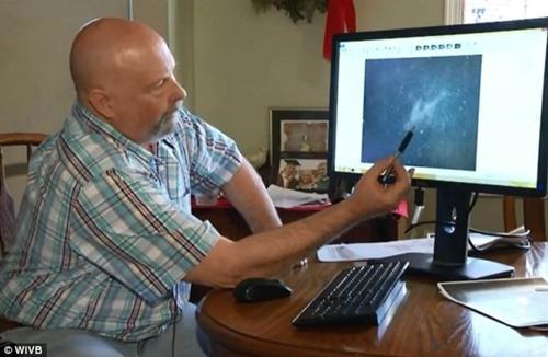 Phi công Michael Hoebel lý giải về hình ảnh vệ tinh ông phát hiện được.