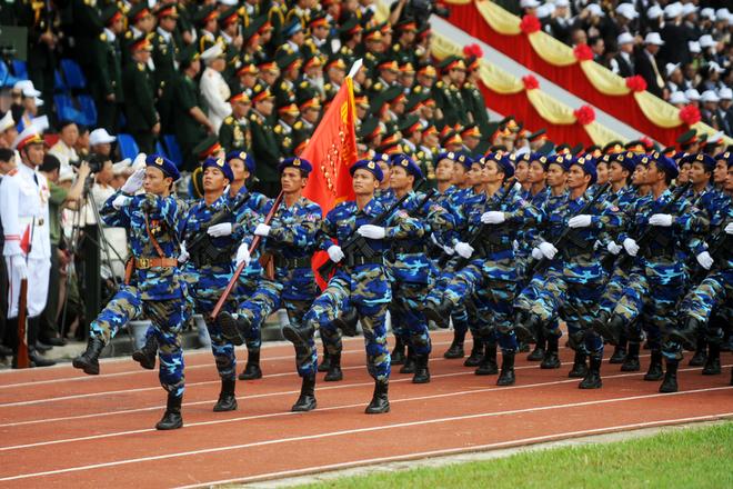 Cảnh sát biển Việt Nam gây ấn tượng mạnh và thu hút sự quan sát của người dân