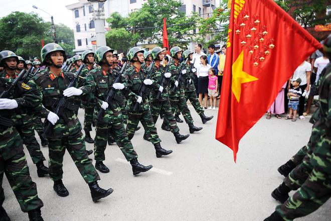 Khối bộ binh hùng tráng tiến vào lễ đài