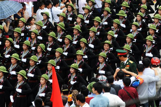 Những gương mặt thanh tú của hối nữ dân quân tự vệ miền Nam