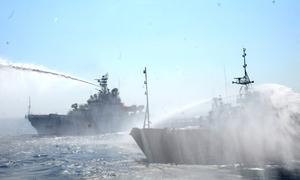 Cảnh tấn công bằng vòi rồng của tàu Trung Quốc