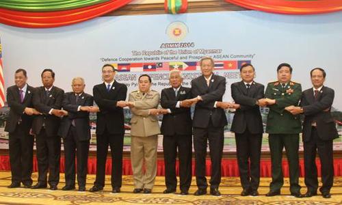 Các trưởng đoàn và Tổng thư ký ASEAN Lê Lương Minh chụp ảnh chung tại Hội nghị. (Ảnh: Bảo Trung/TTXVN)