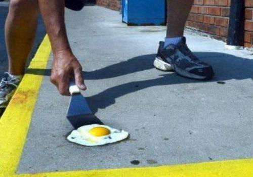 Nắng đến nỗi có thể ăn món trứng ốp-la ngoài đường.