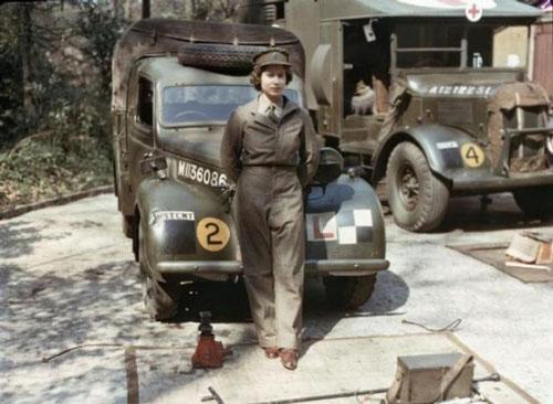 Nữ hoàngElizabethchụp trong thế chiến thứ 2.