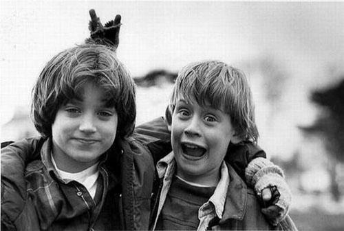 """Elijah Wood ( diễn viên chính trong """"Chúa tể những chiếc nhẫn"""") và Macaulay Culkin (đóng """"Ở nhà một mình"""") năm 1993."""