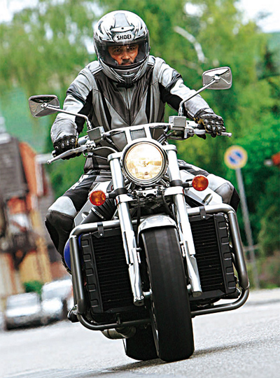 bmw-roadrunner-v8-2_1401789636.jpg