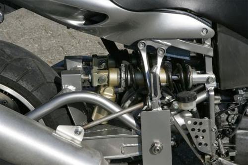 bmw-roadrunner-v8-8.jpg