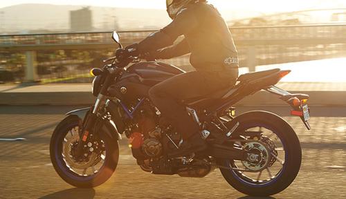 2015-Yamaha-FZ-07-04.jpg
