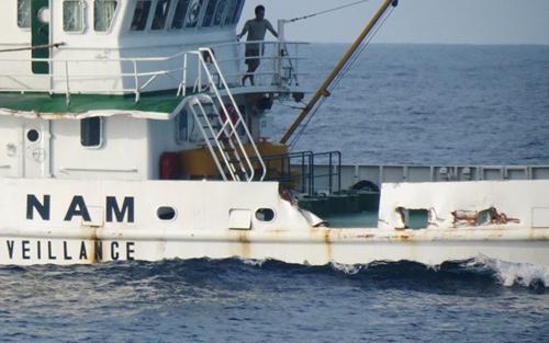 Tàu Trung Quốc đâm trực diện vào tàu Việt Nam