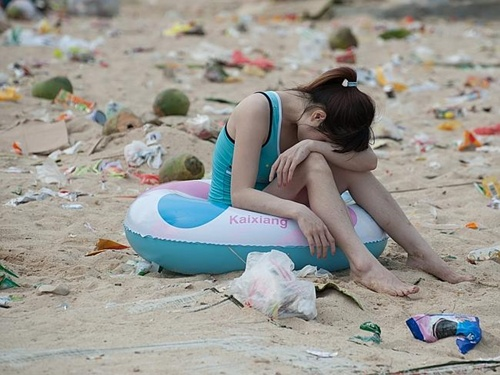 More than 362 tonnes of rubbish was dumped along the beach in a scene that looked more like a disaster zone than a holiday spot.