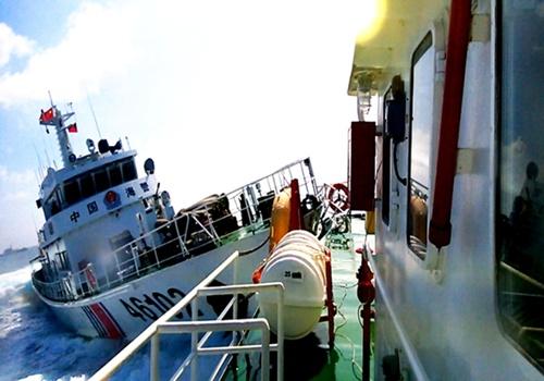 Nhiều tàu kiểm ngư và cảnh sát biển Việt Nam bị Trung Quốc đâm thẳng vào mạn.