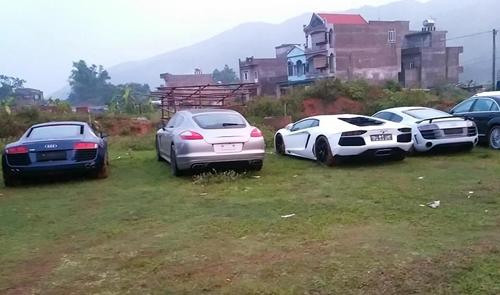 Dàn siêu xe quy tụ ở bãi đất Quảng Ninh