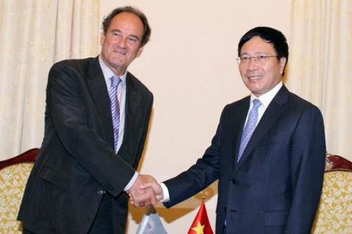 Phó Thủ tướng, Bộ trưởng Ngoại giao Phạm Bình Minh và Tổng Thư ký PCA Hugo Hans Siblesz. Ảnh: VGP/Hải Minh