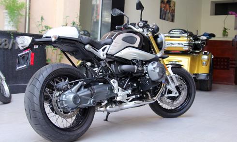 BMW-RnineT-2.jpg