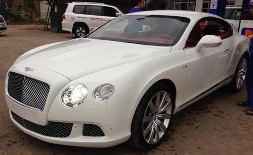 Bộ đôi Bentley GT Speed 2013 đầu tiên xuất hiện tại Việt Nam
