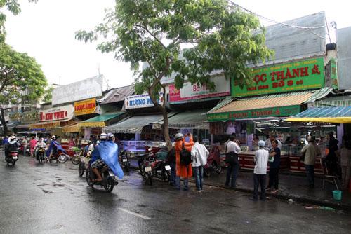 Tiệm vàng Ngọc Thành nằm dãy ki ốt chợ Thiết, xung quanh còn có nhiều tiệm vàng khác. Ảnh: An Nhơn