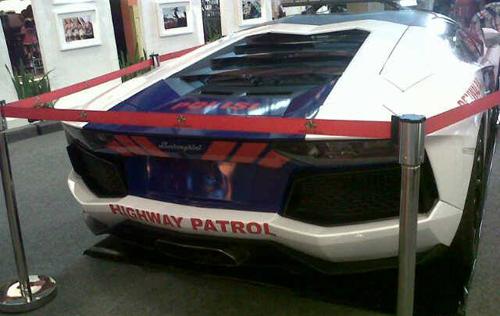 Lamborghini-Police-Cars-2-5911-140473473
