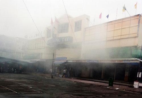 Cháy chợ đêm ở Sài Gòn, tiểu thương nháo nhào
