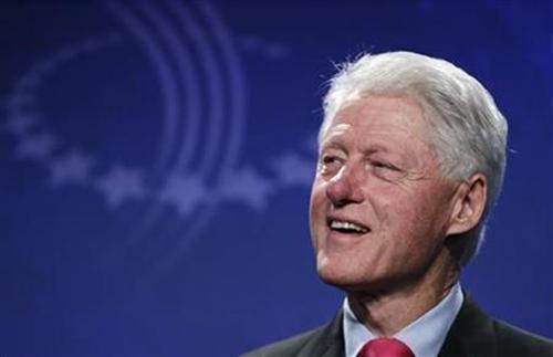 Theo chương trình, tại Hà Nội, ông Bill Clinton sẽ đến thăm một trại trẻ mồ côi ở ngoại thành, xem xét Sáng kiến Tiếp cận sức khỏe Clinton, giúp ngăn ngừa bệnh lao cho những trẻ bị nhiễm HIV, website của Clinton Foundation cho hay.