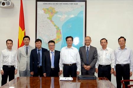 Thủ tướng Chính phủ Nguyễn Tấn Dũng và GS Ngô Bảo Châu, Nhóm đối thoại giáo dục. Ảnh: VGP/Nhật Bắc