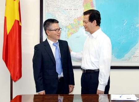 Thủ tướng Nguyễn Tấn Dũng tiếp Giáo sư Ngô Bảo Châu. Ảnh: VGP/Nhật Bắc