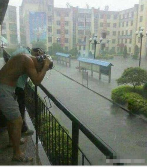 Ai bảo sinh viên không thích trời mưa ?