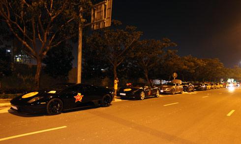 Dàn siêu xe lặng lẽ tụ hội tại Sài Gòn
