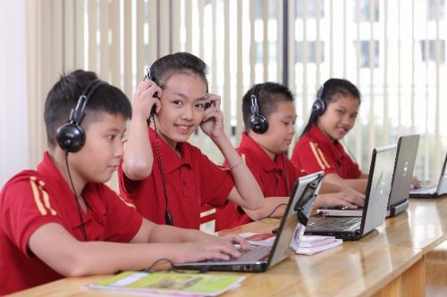 Để đảm bảo kết quả đầu ra của học sinh theo đúng tiêu chuẩn quốc tế, trường ký kết hợp tác xây dựng chương trình đào tạo tiếng Anh với Cambridge English.