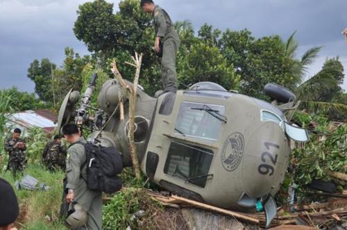 Trực thăng quân sự chở 12 người rơi ở Philippines