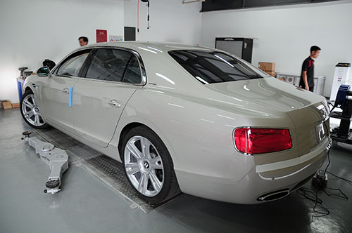 Chi tiet Bentley Flying Spur 2014 dau tien tai Viet Nam