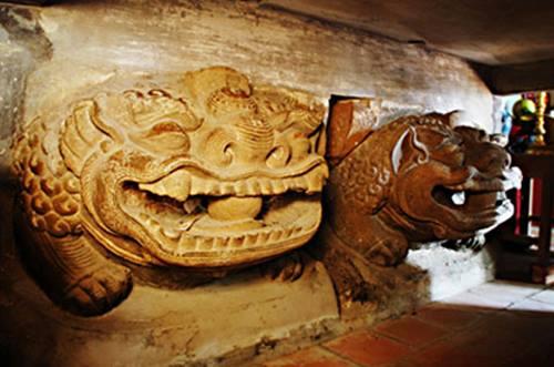 Tượng Sư tử bằng Đá, thế kỷ 11 - 12 tại chùa Bà Tấm, Dương Xá, Gia Lâm, Hà Nội.