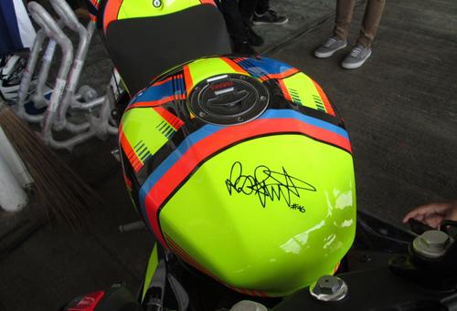 Yamaha-R15-Valentino-Rossi-005-7291-1408