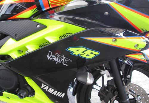 Yamaha-R15-Valentino-Rossi-007-3871-1408