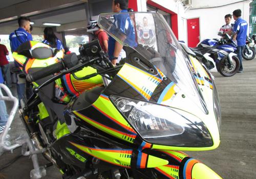 Yamaha-R15-Valentino-Rossi-014-5555-1408