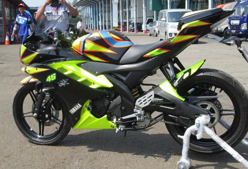 Yamaha-R15-Valentino-Rossi-028-7287-1408