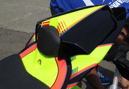 Yamaha-R15-Valentino-Rossi-034-9146-1408