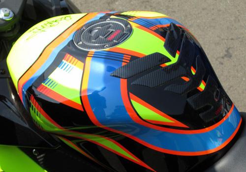 Yamaha-R15-Valentino-Rossi-035-5701-1408