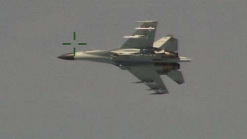 Chiến đấu cơ Trung Quốc phơi bụng trước mũi máy bay Mỹ