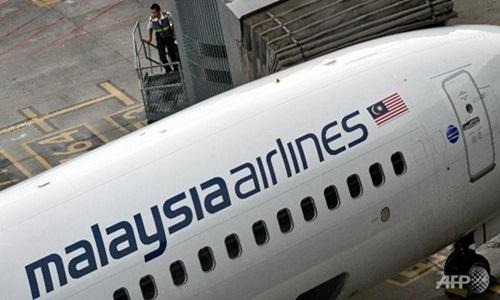 Máy bay Malaysia hạ cánh khẩn cấp vì trục trặc trên không