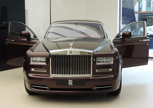 Rolls-Royce Phantom EWB giá 30 tỷ đồng ở Việt Nam