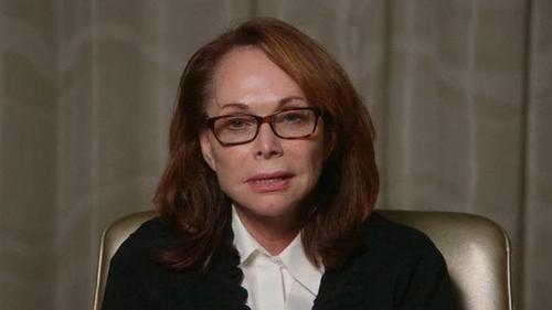 BàShirley Sotloff, mẹ của nhà báo Steven, trong video thỉnh cầu IS. Ảnh:Reuters