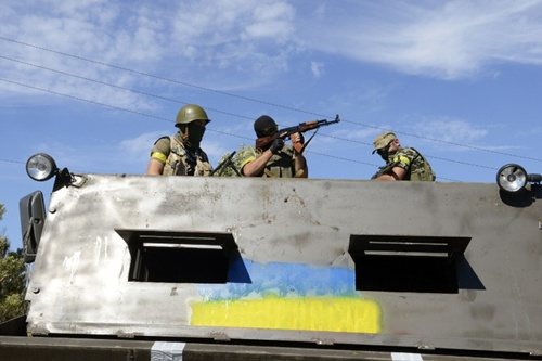 Lực lượng tình nguyện Members of Ukrainian volunteer battalion Dnipro stand in a truck covered in steel plates near the small southern Ukrainian city of Novoazovsk, Donetsk region, on August 27, 2014.