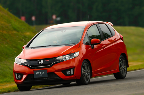 2015-honda-fit-rs-front-end-in-motion_14