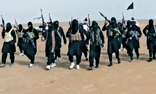 Lực lượng khủng bố Nhà nước Hồi giáo tự xưng (IS) làm giàu bằng hành vi gieo rắc tội ác. Ảnh: AFP