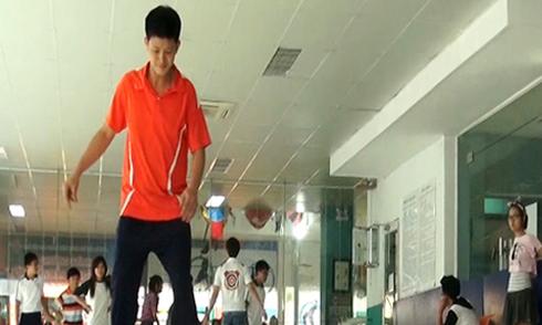 Giới trẻ Sài Gòn say mê trượt băng nghệ thuật