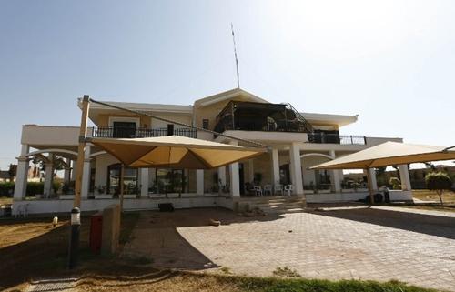 Bức ảnh chụp hôm qua cho thấy một căn biệt thự nằm trong khuôn viên ngoại giao của đại sứ quán Mỹ.